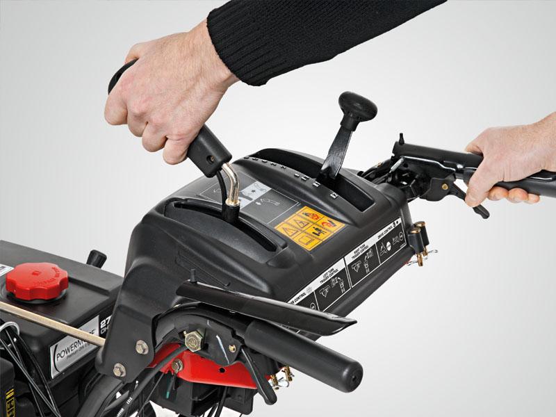 Boerger-Motorgeraete-Harz-Kaufberatung-Schneefraese-Bedienung-Handgriff